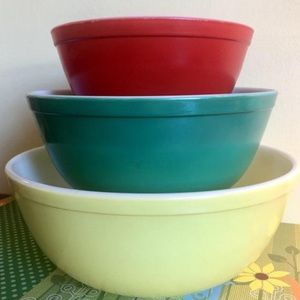 Vintage Pyrex Primary Three Piece Mixing Bowls